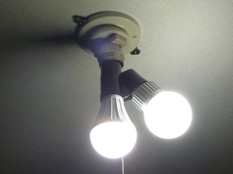 LED電球を2つ点けた状態