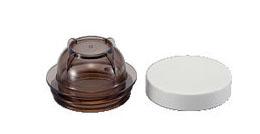 本体に付属するお茶ミルカップ(左)と保存用ふた(右)