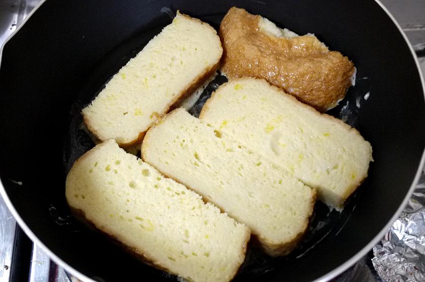 卵と牛乳を混ぜた液に浸し、バターで焼く