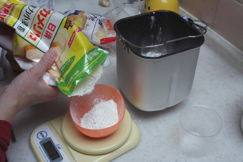 強力粉250gで1斤のパンが作れる。このホームベーカリーでは最大1.2斤が焼けるということだ