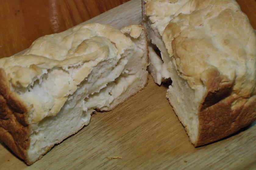 ライ麦パン同様に、普通のパンほど膨らまない。中を見てみると、パンっぽいところと、モチのようになっている部分がムラになっていた