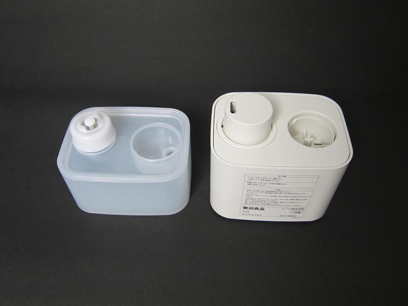 水タンクを外したところ。水タンクは半透明で中の水の量を確認できる
