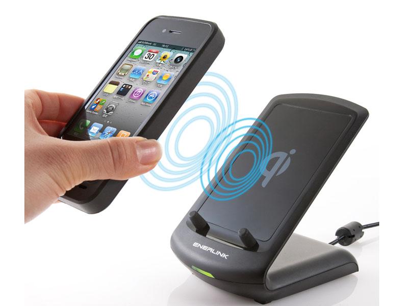 別売りの専用レシーバーケースを使うことで、iPhone4の充電にも対応する