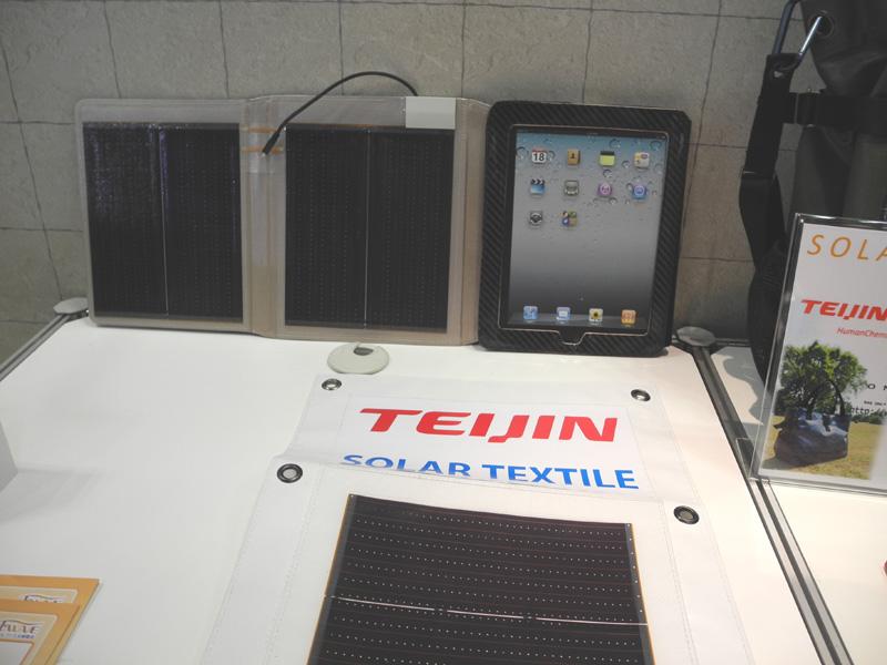 iPadのカバーとして太陽電池を取り付けたもの