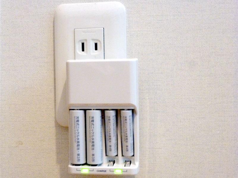 充電中はLEDが点灯する