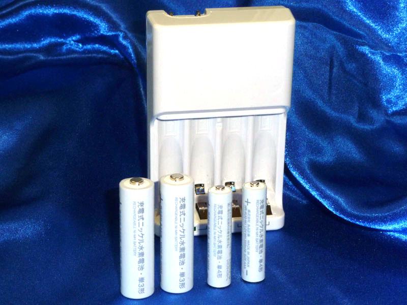 無印良品の単三/充電器セットと単四充電池
