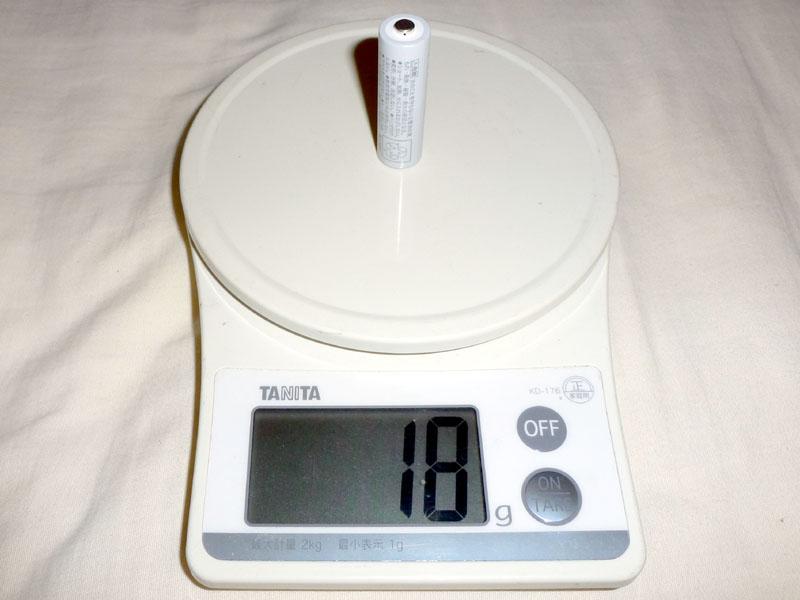 単三形は約18g。乾電池や通常型のeneloopよりも軽い