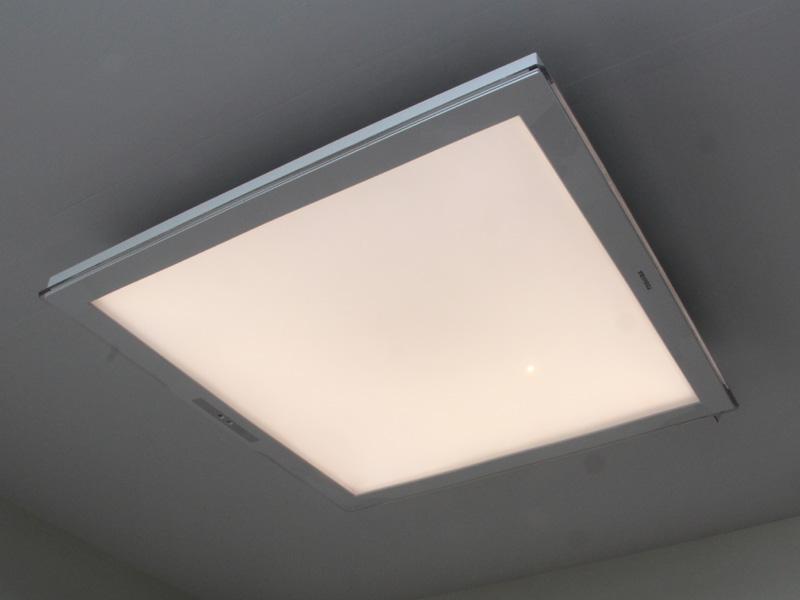 光板を使うことで面で発光するLEDシーリングライト「LEDH95010Y-LC」。発光面は光のムラがなくキレイイだ