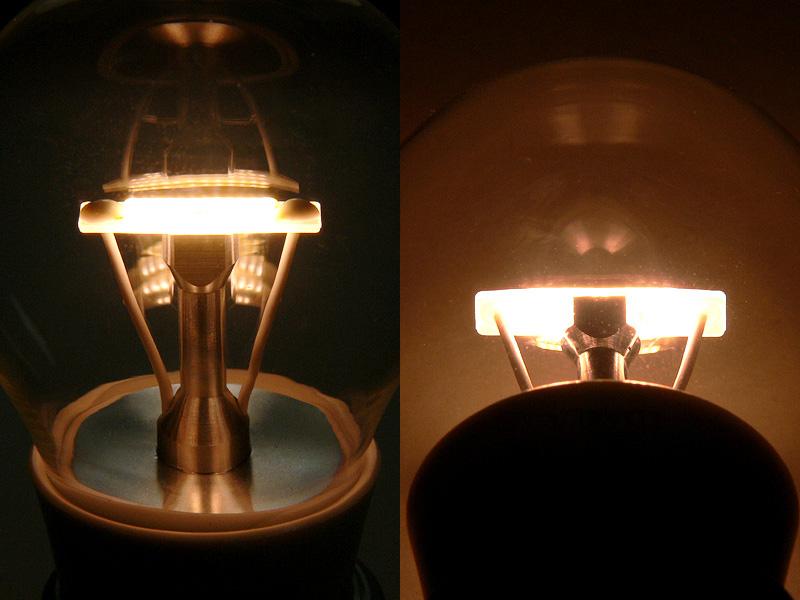 クリアLED電球を上から見たところ(写真左)と下から見たところ(写真右)。上下ともに発光しているのが分かる