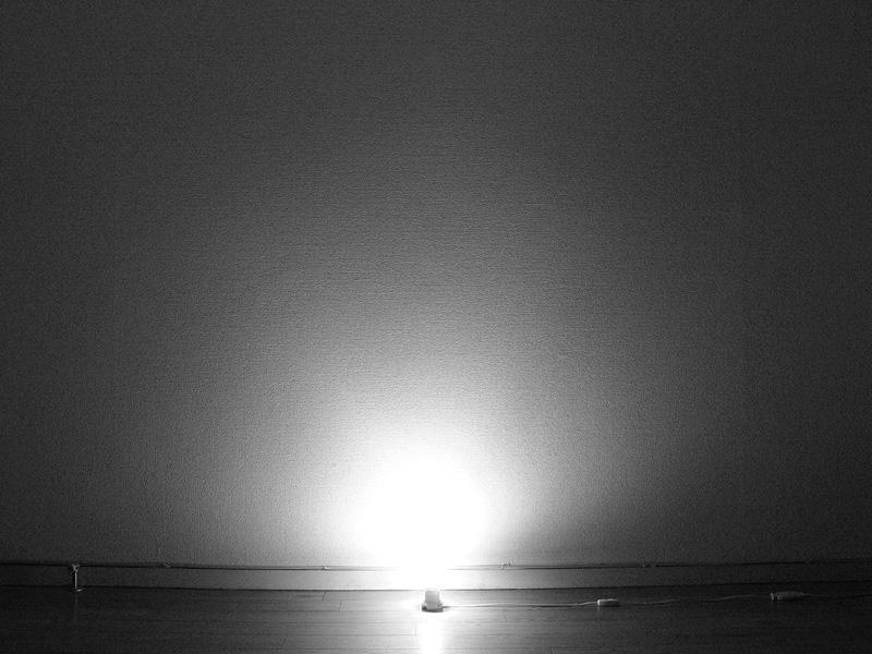 クリアLED電球の光の広がり方。クリアタイプ白熱電球とほぼ同じだ