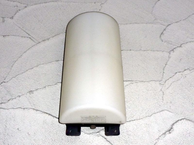 外部の防滴型機器もスリム型蛍光灯対応だ