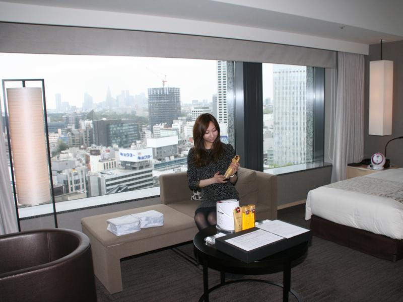ザ・キャピタルホテル東急の客室例。窓からは、赤坂の夜景が一望できる