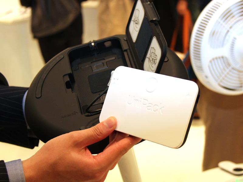 GreenFan mini内部に投入できるモバイルバッテリー「UniPack」