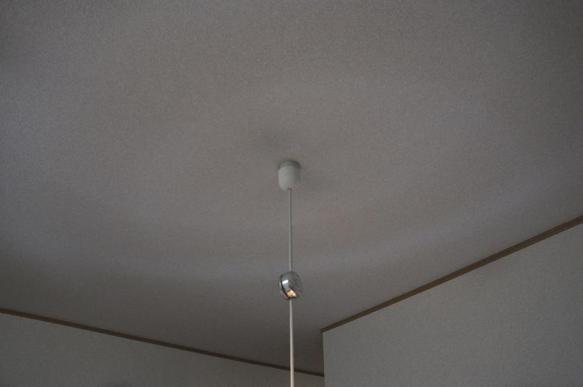 今までは天井が薄暗かった