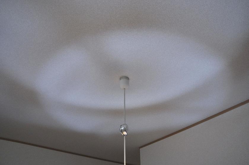 T形7.4Wは天井にも光が届いている