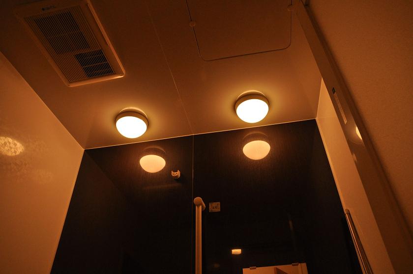 一見違いがわかりにくいが、落ち着きのある電球色の光が広がった