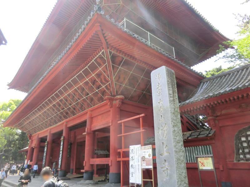 さらに進むと徳川家のお墓である増上寺へ。観光地で人も車も多いので、下りでもゆっくり走る