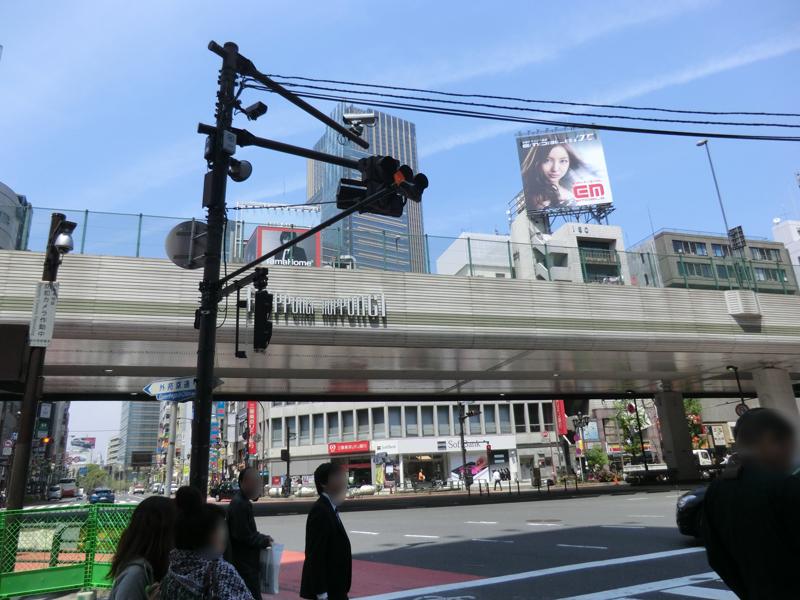 六本木の有名な交差点から外苑東通りを飯倉片町方面へ。このあたりは比較的平地が続く