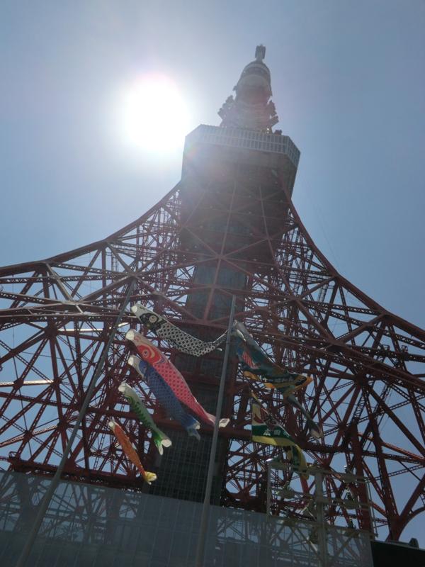 東京タワーの迫力に圧倒されながら、下り坂へ