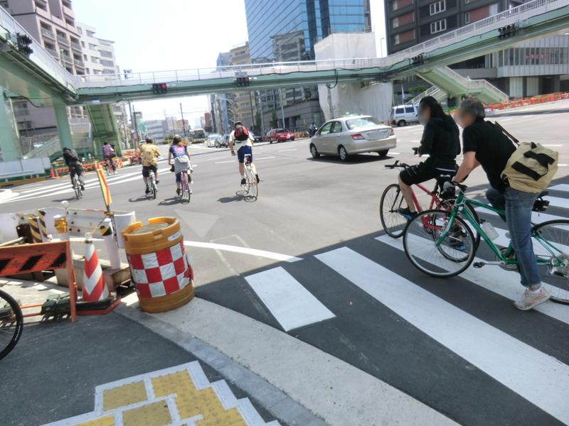 富ヶ谷の交差点。スタイリッシュな自転車が増え始める