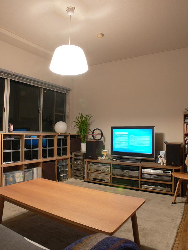 <b>【E-CORE LDA11L-G×2 透過タイプのシェード】</b><br>明るさは60W形白熱電球と遜色ない。光が部屋全体に行き渡り、心地良い明るさが感じられるので、LED電球に取り替えても不満は感じられないだろう