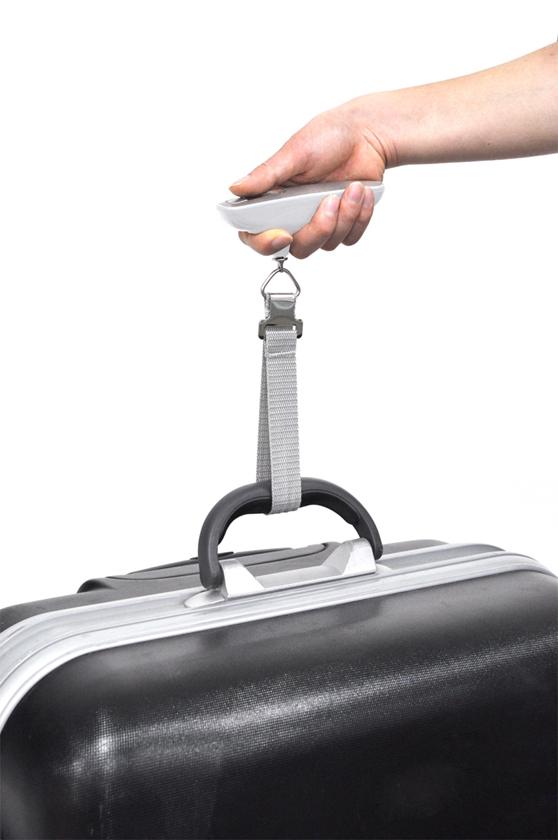 本体に付属のストラップを、持ち手に取り付け、荷物ごと持ち上げる