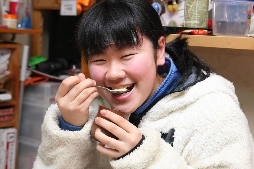 左の子供は、当日熱があり「なにも食べたくない~」と言ってたのに、茶碗蒸しを食った瞬間この笑顔だ。このあと筆者がキープしていた2つの茶碗蒸しをコイツに食われてしまった(涙)