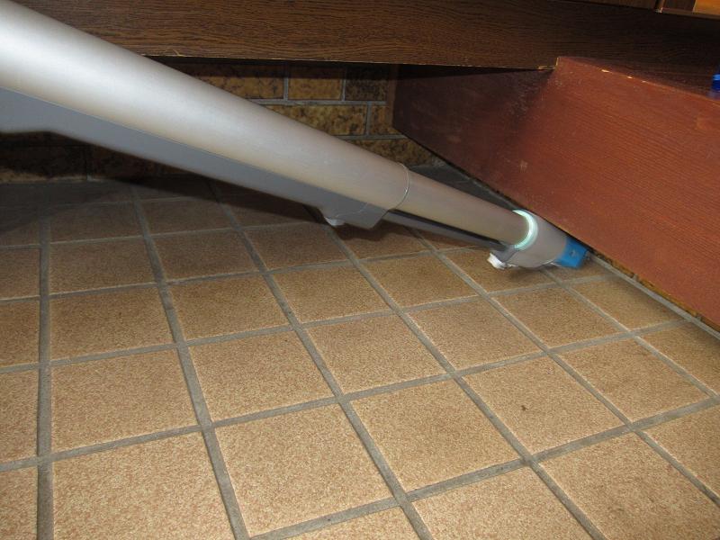 我が家はたたきが一段低い位置にあり、ゴミが溜まりやすいのだが、延長管の先にノズルを付ければ、隙間に入ってゴミを吸い込んでくれるので便利だ