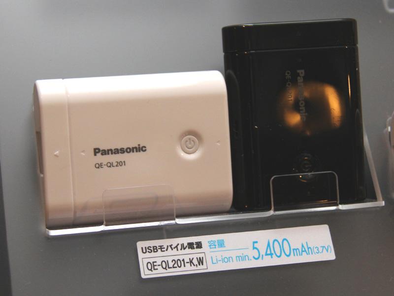 こちらは容量5,400mAhの「QE-QL201」。LEDライト機能も搭載