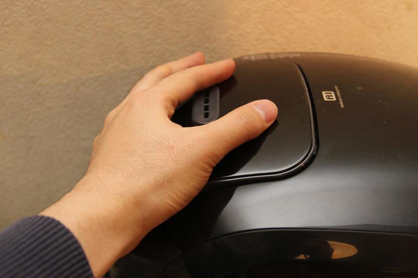 """蒸気セーブモードは蒸気の放出量が少なく、蒸気口手で触れても熱くなかった<font color=""""red"""">【注意】あくまで実験のため蒸気口に触れています。蒸気セーブモードでも蒸気は放出されます。また説明書では蒸気口に手を触れることを禁じています</font>"""