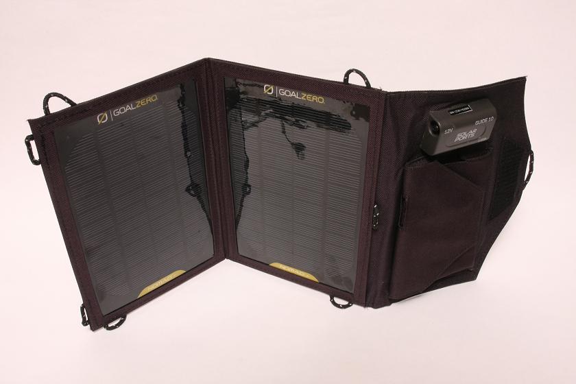 こちらはGALAXY SII LTEと大きな太陽電池パネルの組み合わせ