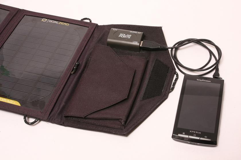 晴天時には太陽電池パネルからスマホを充電