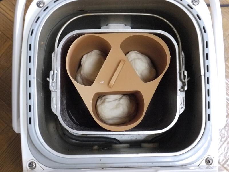 「ホットドッグ型」に入れて、パンケースへ。慣れると2分もかからない