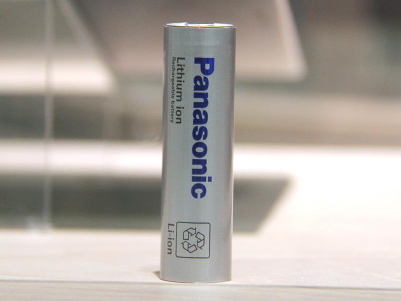 蓄電ユニットの中には、パナソニックのノートパソコンで使われている「NCR18650」という電池が使われている