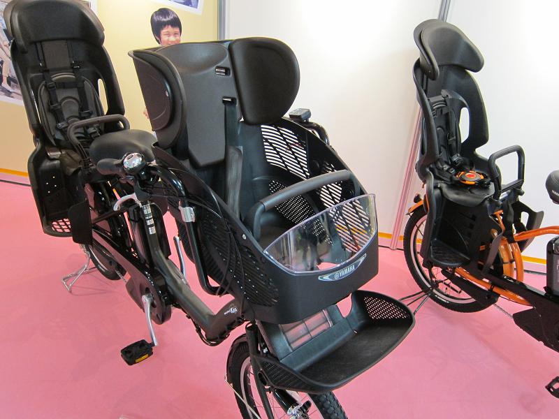 子供の乗り心地に配慮した「スーパーエンジェルシート」。子供の成長に合わせて、ヘッドサポートとフットレストの高さを調整できる