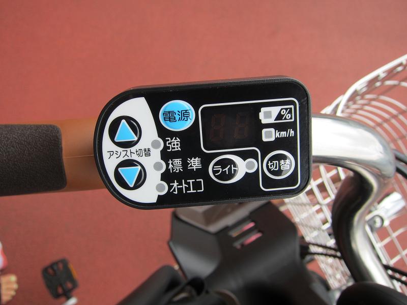 左ハンドル部に位置する「デジタルメーター付きメインスイッチ」