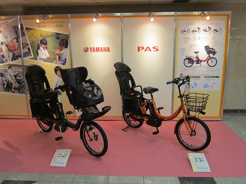 左から、幼児2人同乗可能な小径車「PAS Kiss mini(パス キス ミニ)」と「PAS Babby(パスバビー)」