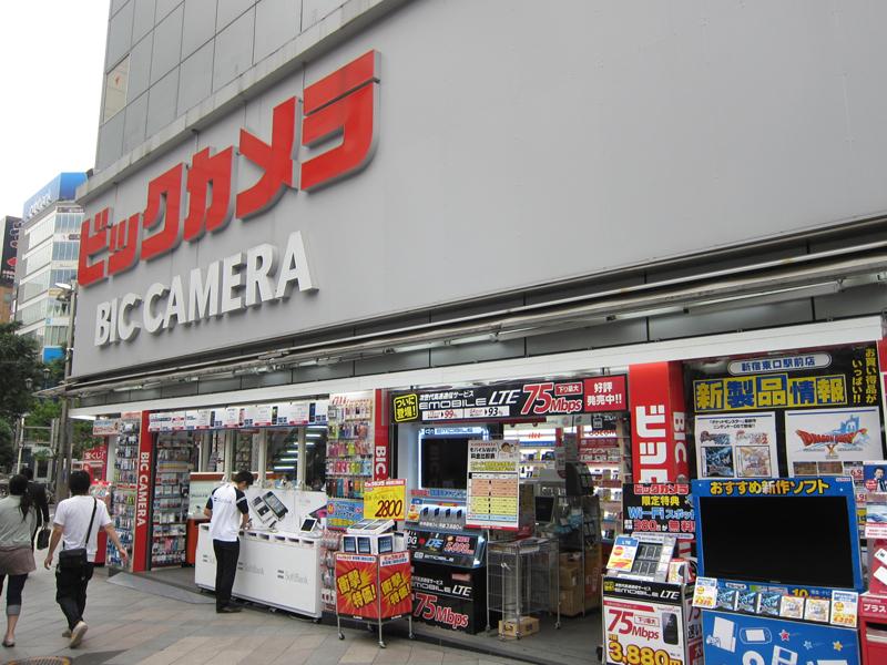 東口駅前にある、既存のビックカメラ新宿東口駅前店。新店との距離は徒歩3分ほど