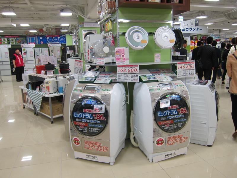 洗濯機は売り場の中央にも展示