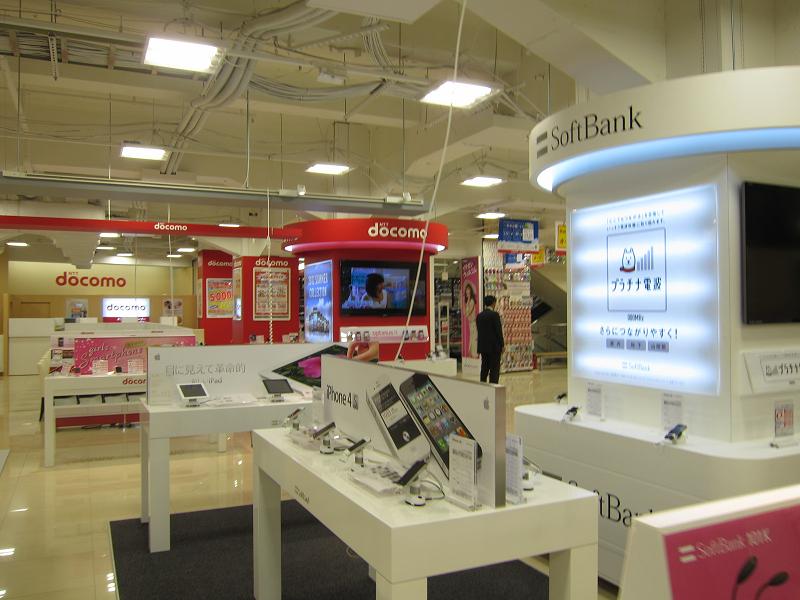 docomo、au、SoftBank、WILLCOM、EMOBILE、WiMAXのカウンターを設置