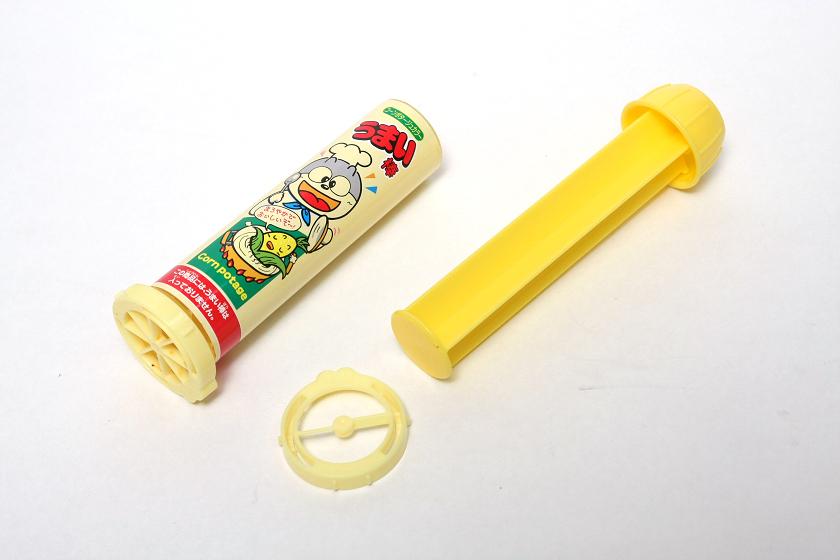 押し出し器の先に取り付ける刃は、ワンタッチで交換できる