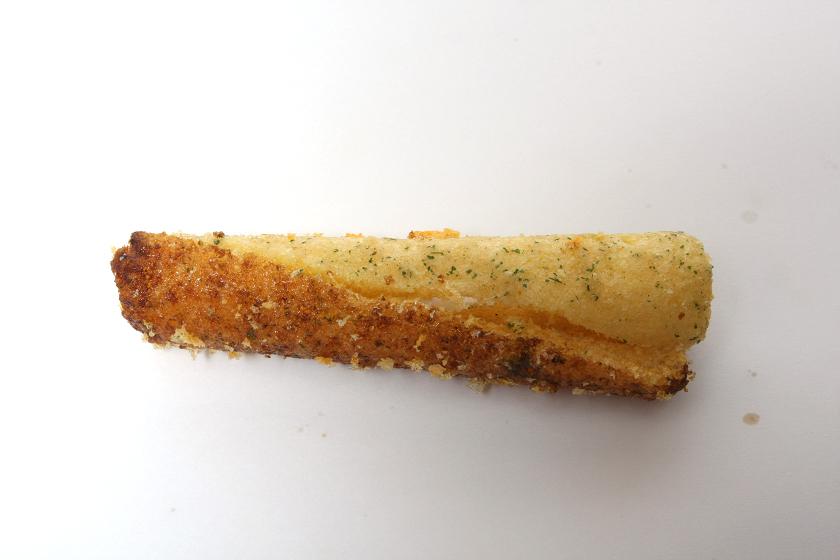 残りで作ったサラミ+たこ焼きは、食えないことはないけど、ビミョーな味。「カール」のカレー味の袋を開いたまま一晩置いておいて、カレーの風味が完全に飛んじゃった味と表現すればいいのかなぁ?