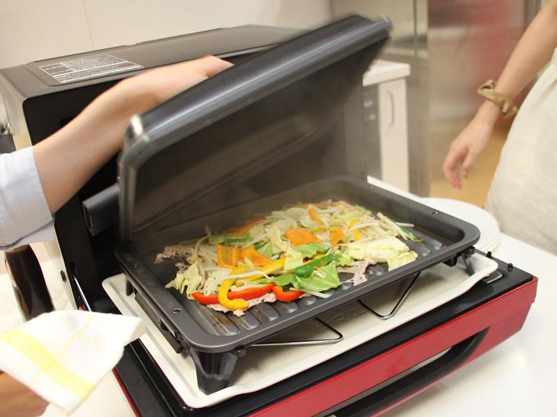 調理時間は約6分。フタを開けると蒸気が立ち上る