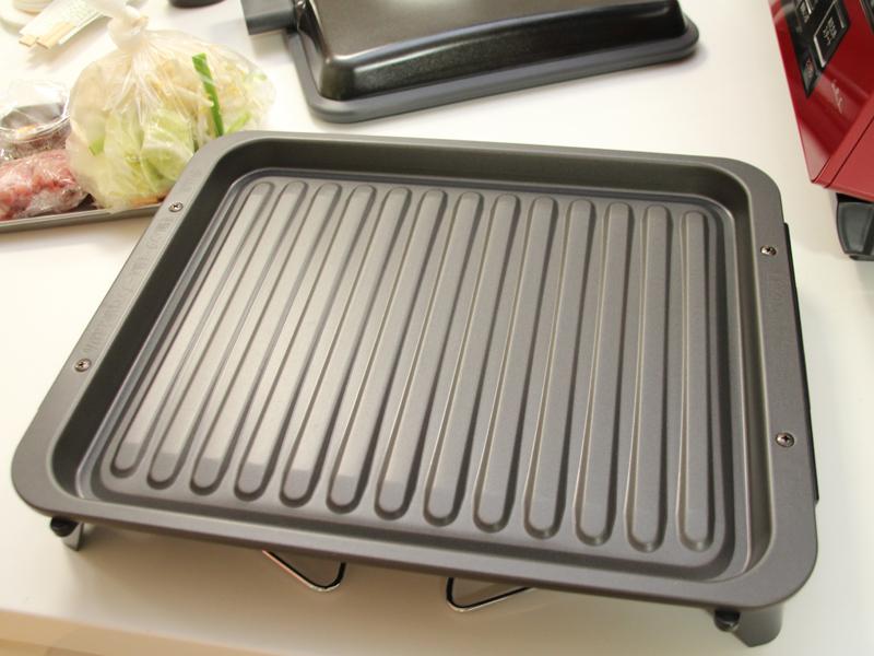 グリル皿を最高250℃の高熱にすることで、これまでできなかった炒めもの調理にも対応するという