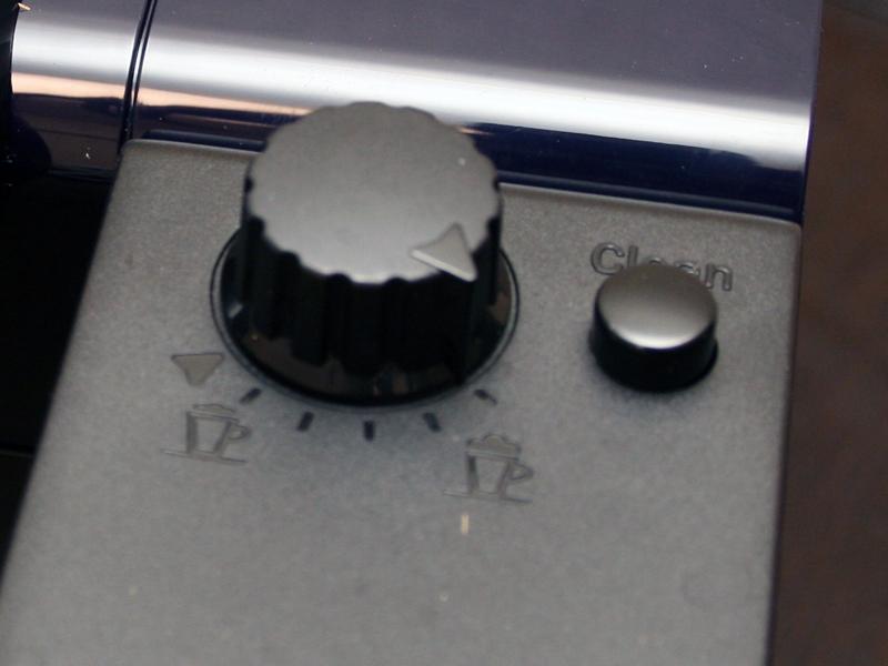 ミルクタンクのクリーンボタン。ミルクレシピを作った後は必ず使うようにしたい