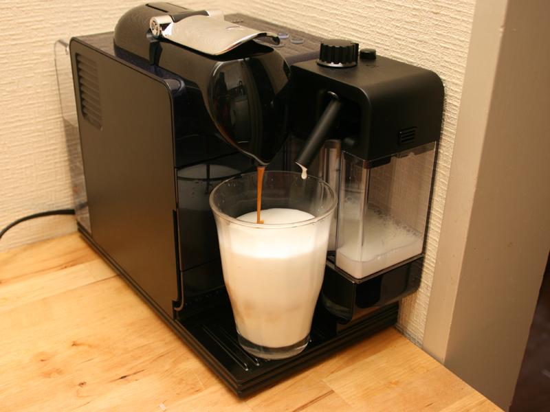 ミルクの抽出が終わるとエスプレッソの抽出に自動的に切り替わる