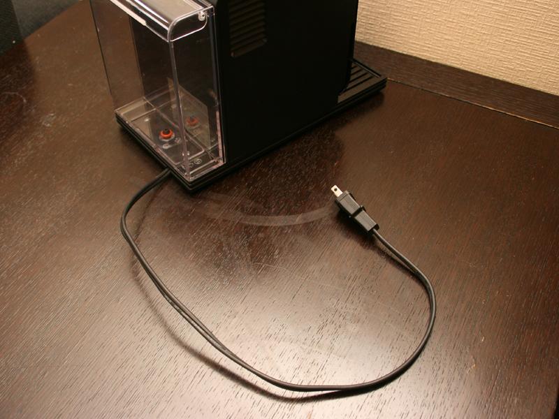 唯一気になったのは、電源コードの長さ。かなり短く、どこに置くのにも延長コードが必要だった