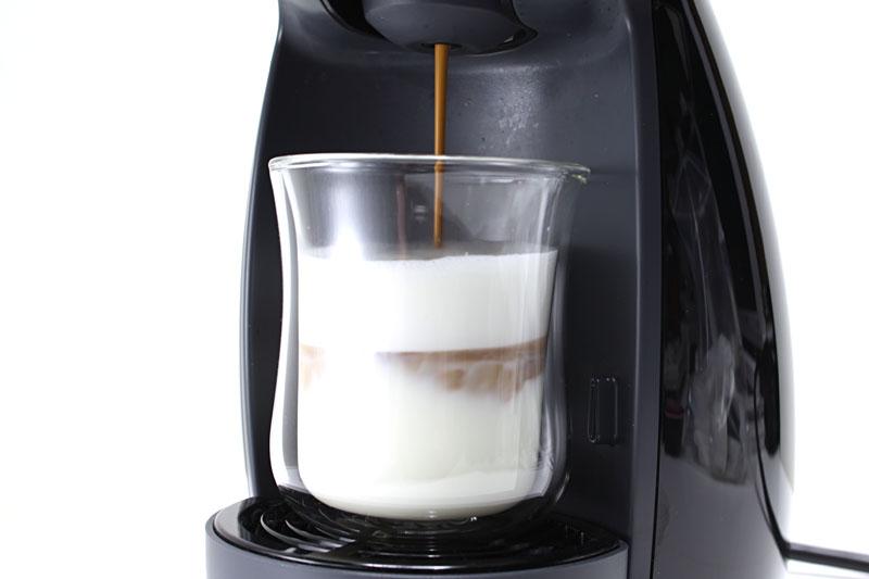 続いてコーヒーを抽出。コーヒーも泡だった状態(クレマがある状態)で抽出される。ミルクもコーヒーも香りが良い