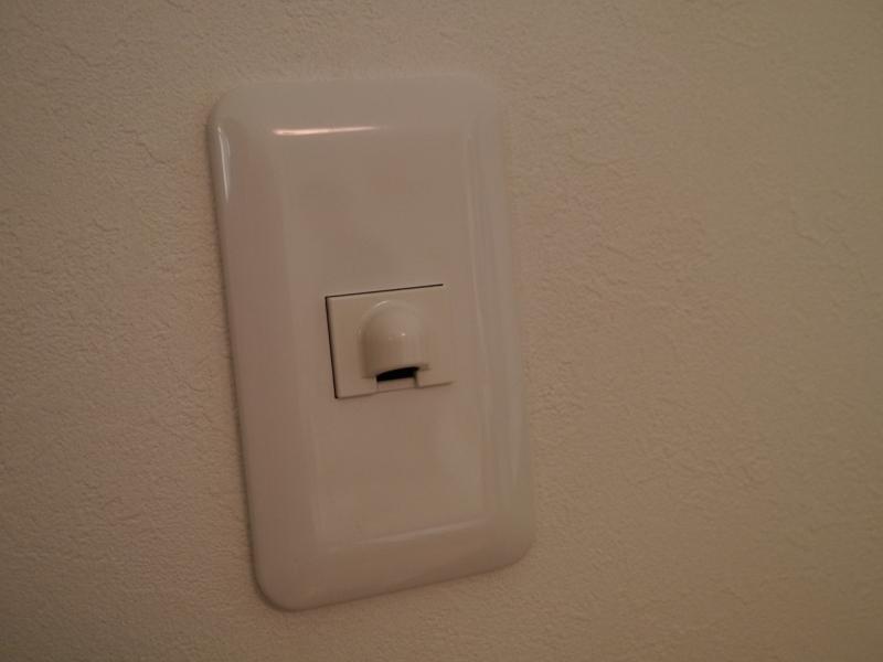 部屋には温度センサーを設置している