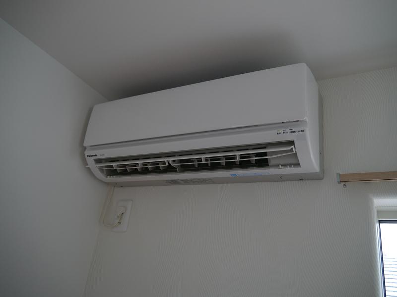 市販のエアコンも外出先からコントロールできるようになる
